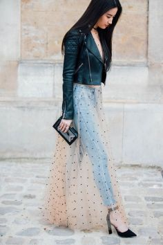 Credit: http://www.vogue.co.uk/gallery/paris-fashion-week-2017-street-style#z6bL4Yn4Abq